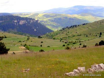 10-PAROS Mt CHABRIO Vue vers Ispagnac du mont