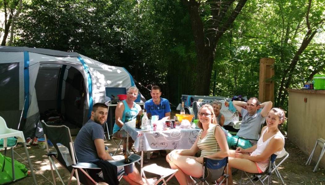 Campeurs au Camping les Sources
