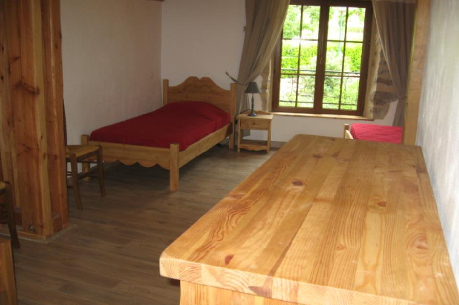 Grande-chambre-etage-extension-lit-1-place-fenetre-GT-52