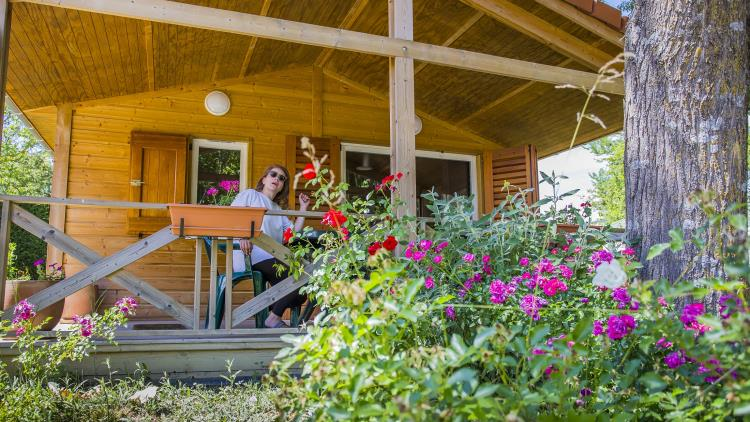 Camping les 2 Vallées - location chalet