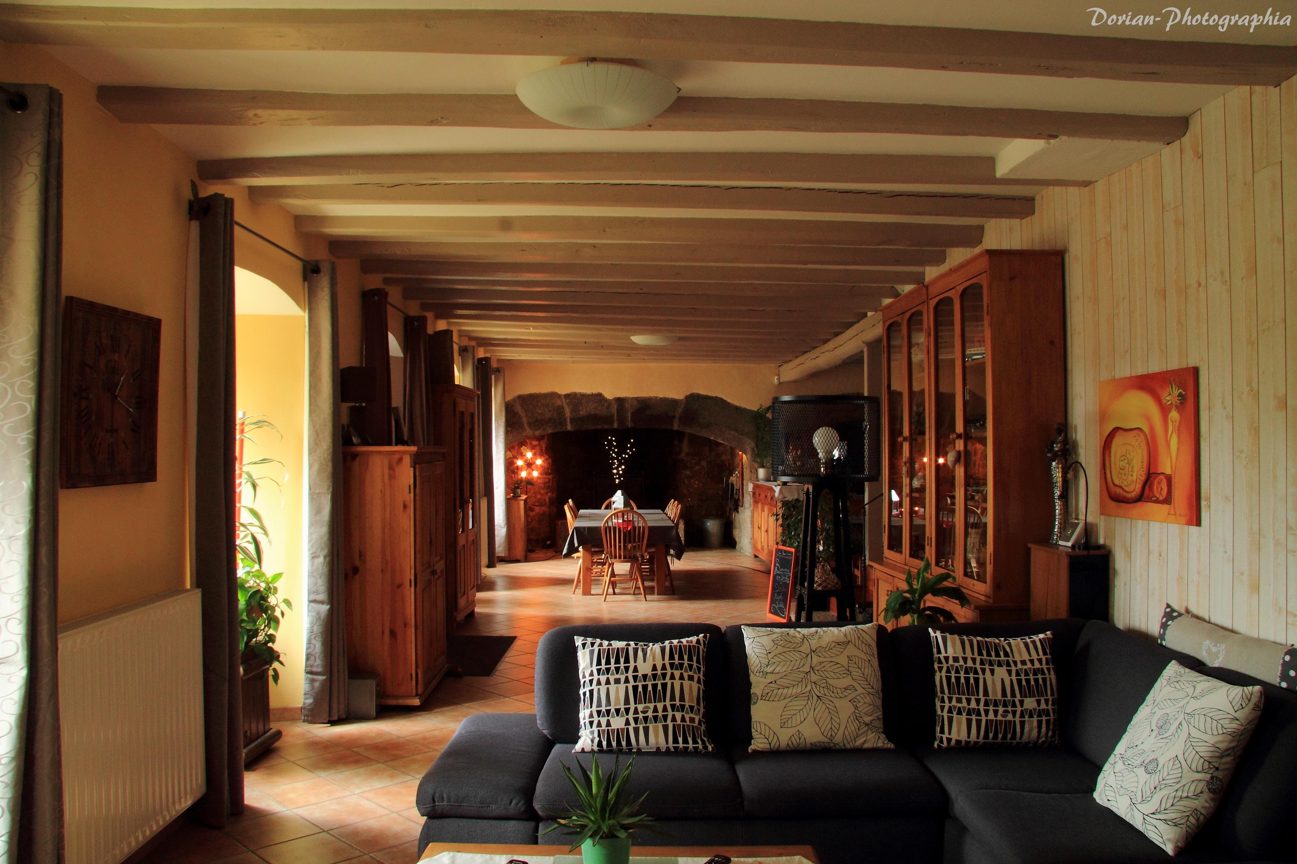 maison d 39 h tes la pierre trou e chateauneuf de randon loz re tourisme. Black Bedroom Furniture Sets. Home Design Ideas