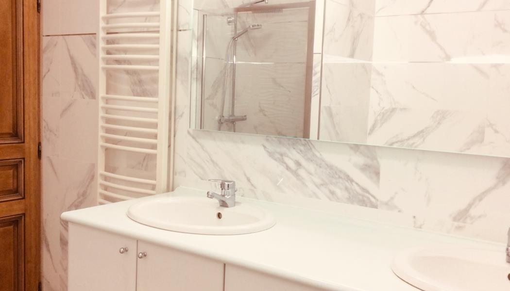 Salle de bain en rez-de-chaussée