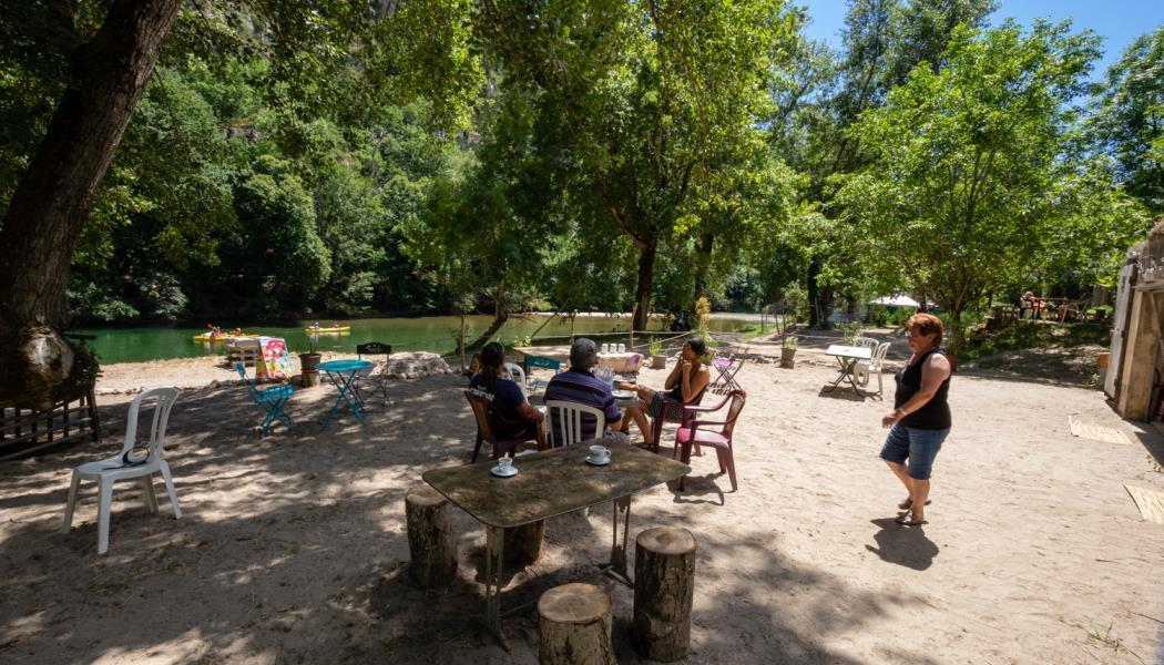 camping nature bord de tarn