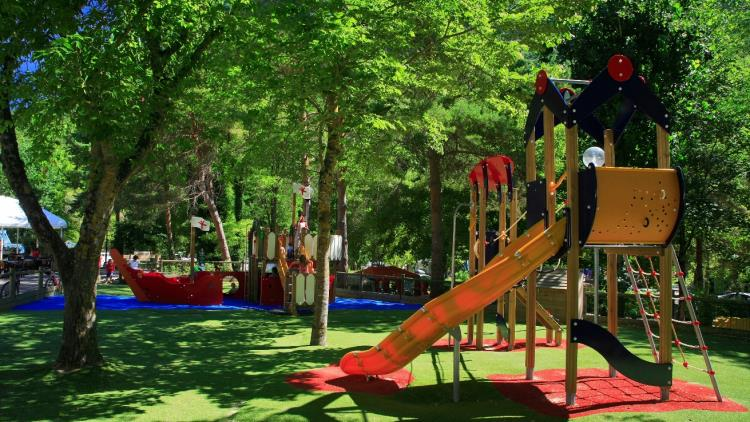 Le Peyrelade - Jeux  enfants