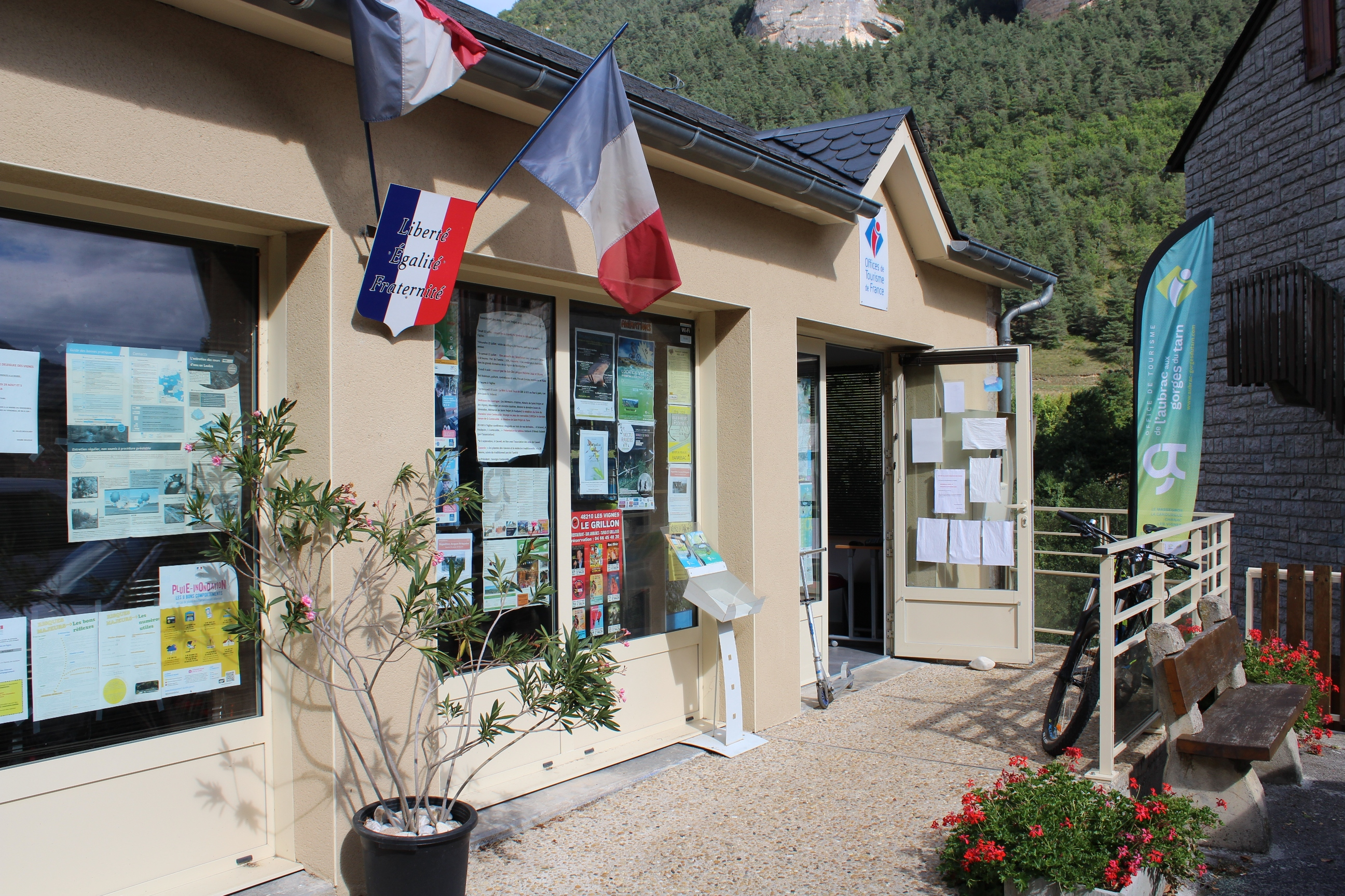 Les vignes massegros causses gorges loz re tourisme - Office tourisme les mathes ...