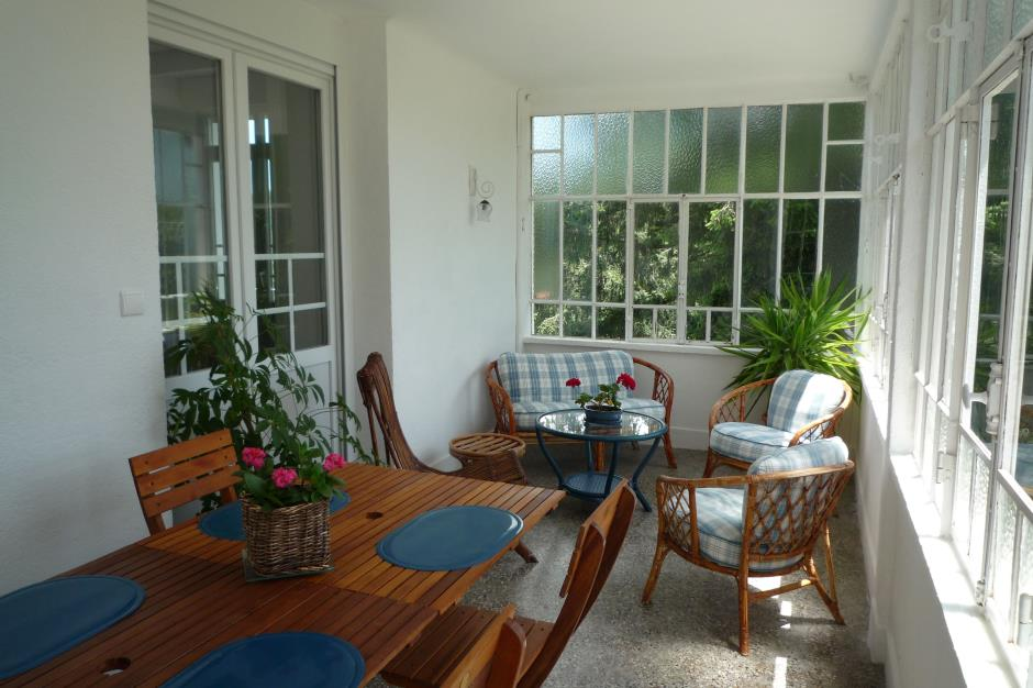 upper veranda with dining table